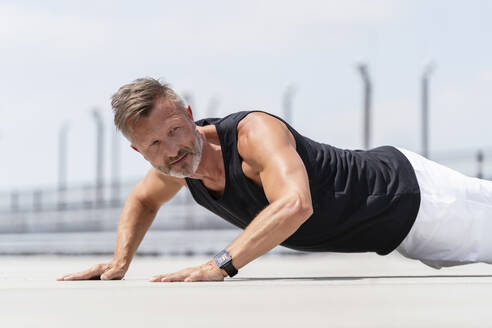 Sporty man making pushups outside - DIGF07487