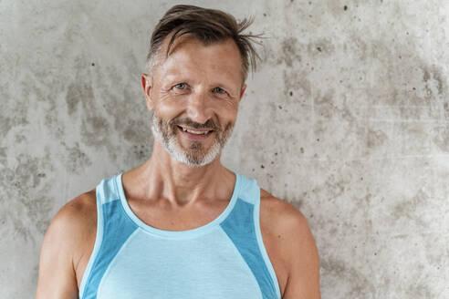 Portrait of a sporty confident man - DIGF07541