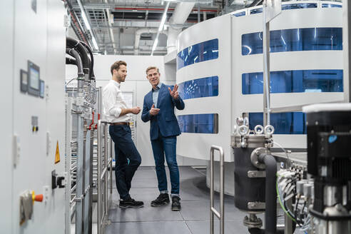 Two businessmen talking in a modern factory - DIGF07709