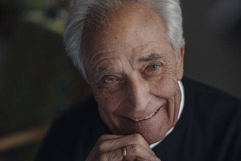 Portrait of smiling senior man - GUSF02146