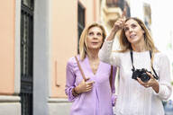 Mature woman traveling together with her daughter in the city - JSMF01180