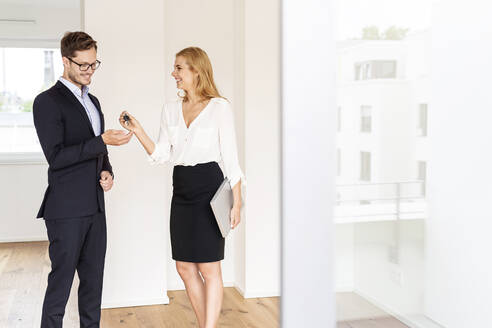 Real estate agent handing over key to client in new home - PESF01677