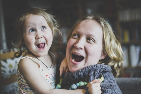 Portrait of mother and little daughter having fun together at home - IHF00181