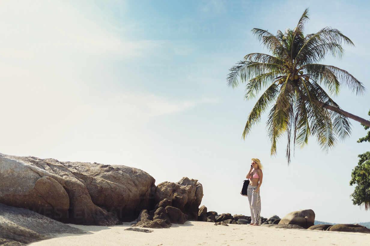 Caucasian woman standing on beach - BLEF10699 - Lumina Images/Westend61
