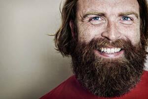 Caucasian man smiling - BLEF10876