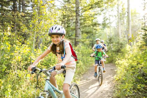 Caucasian family riding mountain bikes - BLEF10975
