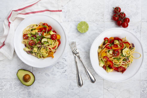 Spaghetti with grilled vegetables, paprika, zucchini, avocado, tomato and coriander - LVF08204