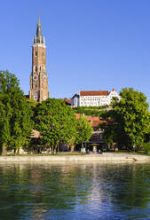 Church of St Martin and Trausnitz Castle with river Isar, Landhut, Lower Bavaria, Germany - SIEF08825