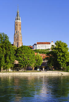 Church of St Martin and Trausnitz Castle with river Isar, Landshut, Lower Bavaria, Germany - SIEF08825