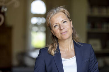Portrait of mature businesswoman - FMKF05748