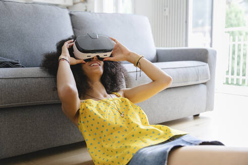 Young woman wearing virtual reality glasses - MRAF00417