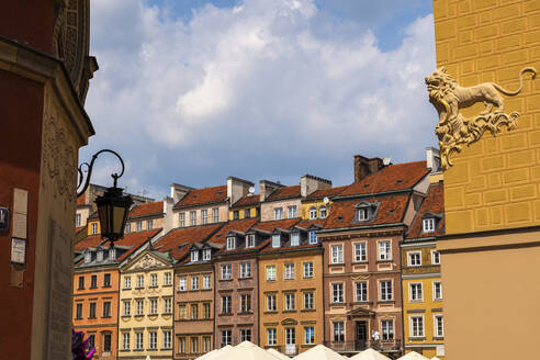 Poland, Warsaw, historic burgher houses in the Old Town - ABOF00437