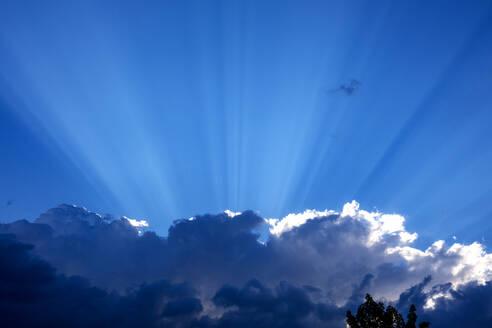 Sunbeams over clouds - NDF00947