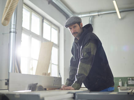 Carpenter sawing wood with circular saw - CVF01361