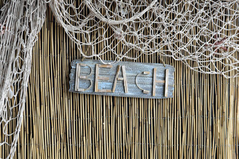 Decoration made of reed, fishing net and stranded goods - GISF00442