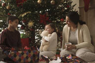 Family opening gifts Christmas morning - BLEF12314