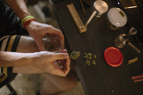 Close-up of a man's hands preparing a marijuana joint - ACPF00568