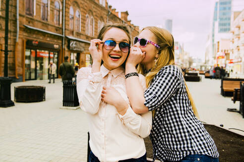 Women making faces in city - BLEF12414