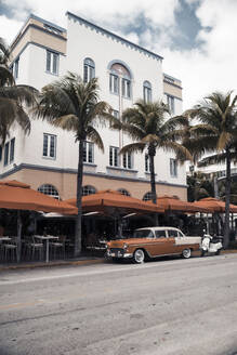 Vintage car in front of Art Deco house, Miami, USA - CHPF00543