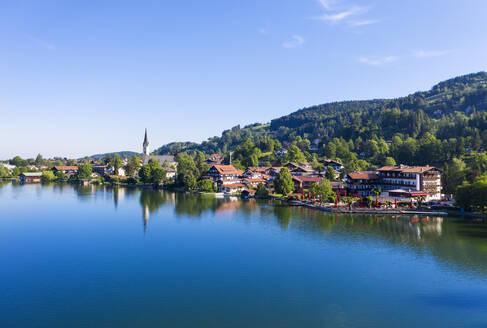 Schliersee, Dorf Schliersee, Drohnenaufnahme, Oberbayern, Bayern, Deutschland - SIEF08834