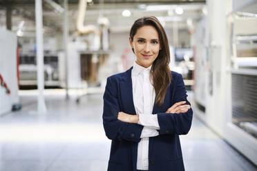 Portrait of confident businesswoman in a factory - BSZF01271