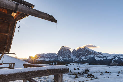 Scenic view of snow covered Seiser Alm against sky during sunrise, Italy - WPEF01669