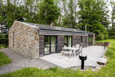 Detached house with solar panels on the roof - FMKF05810
