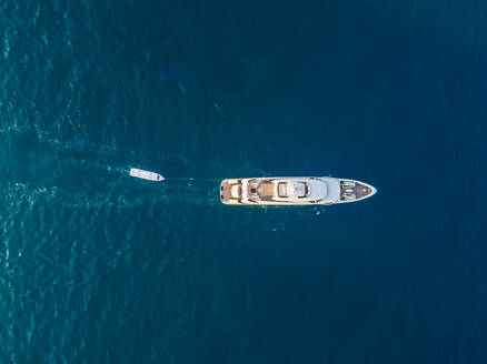 Aerial view of a yacht in the persian gulf in Dubai, UAE - AAEF01085