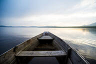 Dilapidated boat on remote lake - BLEF14189