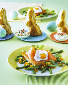 Toast with salmon and asparagus in plate on table - PPXF00240