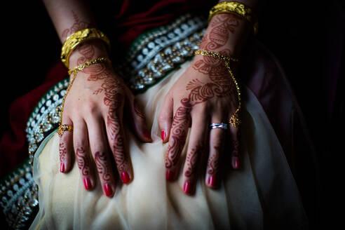Henna on bride's hands, United Kingdom, Europe - RHPLF01218