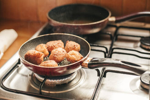 croquettes in the pan - ACPF00593