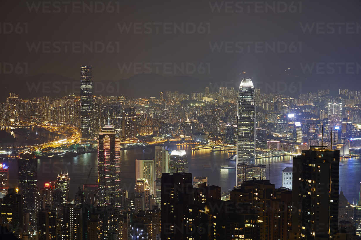 View at night of central Hong Kong and Victoria Harbour from Victoria Peak, looking toward Kowloon in background, Hong Kong, China, Asia - RHPLF03631 - RHPL/Westend61