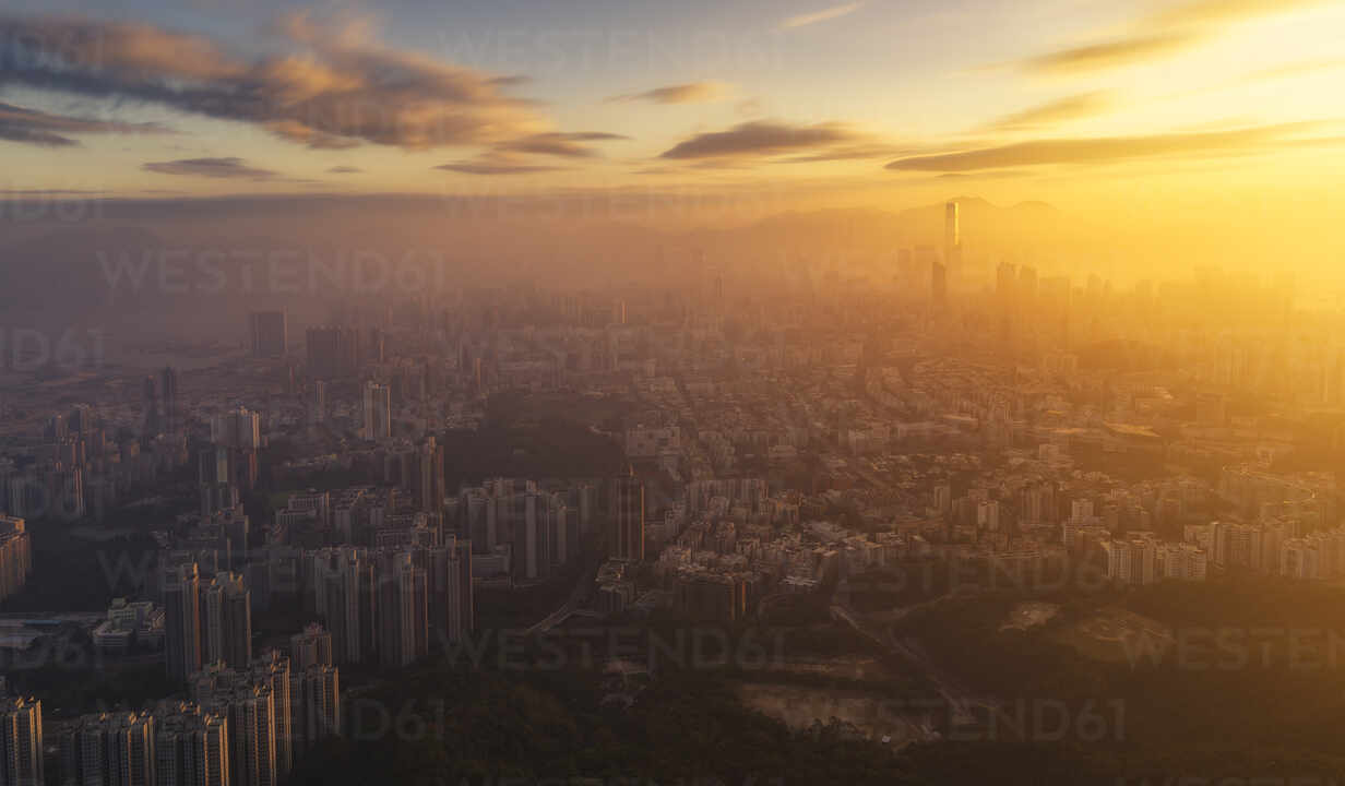Kowloon and Hong Kong city view at sunset from the Lion Rock mountain peak, Hong Kong, China, Asia - RHPLF04522 - RHPL/Westend61