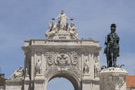 Low angle view of statue and triumphal arch in Lisbon, Portugal - WIF04001