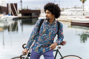 Stylish man with bicycle at the marina - AFVF03882