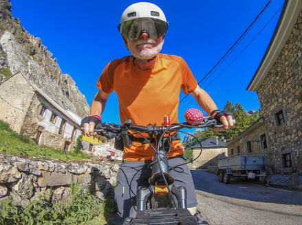 Senior man on mountainbike - LAF02358
