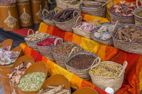 Spice Market, Souk, Mellah (Old Jewish Quarter), Marrakesh (Marrakech), Morocco, North Africa, Africa - RHPLF04786