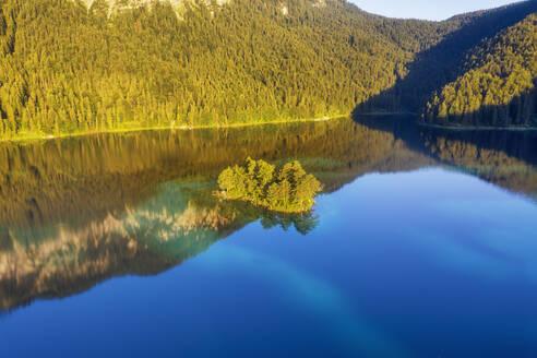 Ludwiginsel im Eibsee, bei Grainau, Werdenfelser Land, Luftbild, Oberbayern, Bayern, Deutschland - SIEF08945