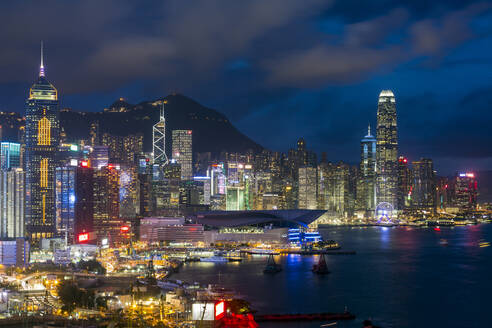 Elevated view, Harbour and Central district of Hong Kong Island and Victoria Peak, Hong Kong, China, Asia - RHPLF05128