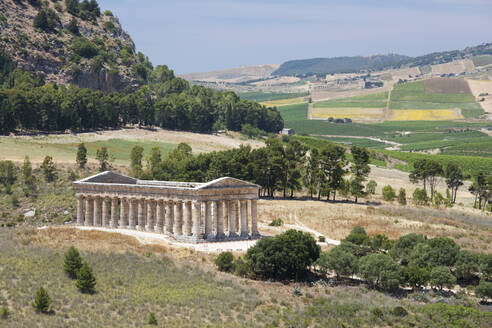 Magnificent Doric temple amongst rolling hills at the ancient Greek city of Segesta, Calatafimi, Trapani, Sicily, Italy, Mediterranean, Europe - RHPLF05923