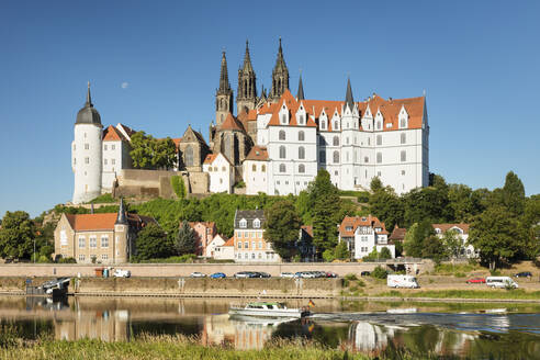 View over Elbe Ribe to Albrechtsburg Castle and Cathedral, Meissen, Saxony, Germany, Europe - RHPLF06067