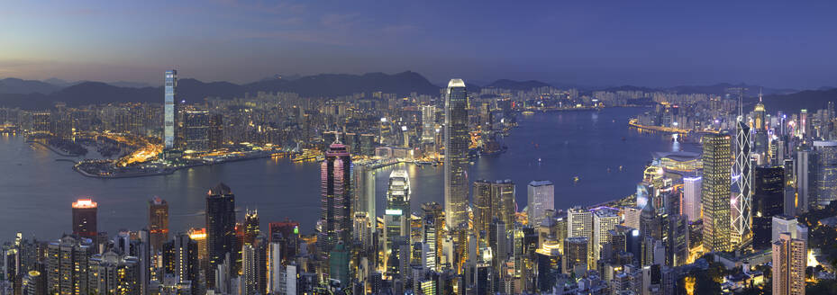Skyline of Hong Kong Island and Kowloon from Victoria Peak at dusk, Hong Kong Island, Hong Kong, China, Asia - RHPLF06873