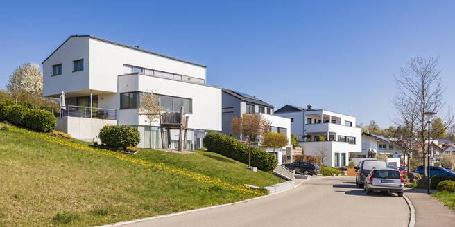 Deutschland, Baden-Württemberg, Landkreis Tübingen, Dettenhausen, Wohngebiet, Neubaugebiet, Neubau, moderne Ein- und Mehrfamilienhäuser, Wohnhaus, Villa - WDF05462