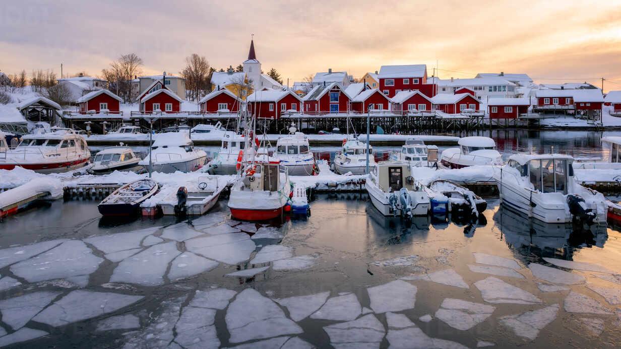 Reine harbour in winter, Lofoten Islands, Nordland, Norway, Europe - RHPLF07308 - RHPL/Westend61