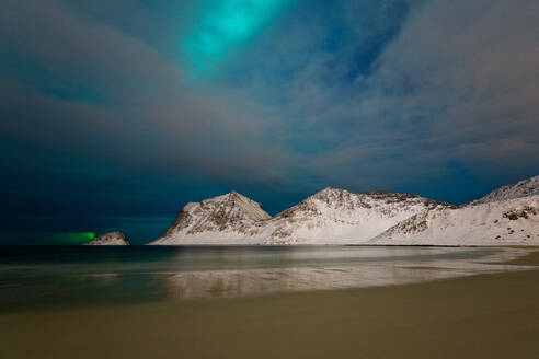 Aurora Borealis (Northern Lights) over Haukland beach, Lofoten Islands, Nordland, Arctic, Norway, Europe - RHPLF07326