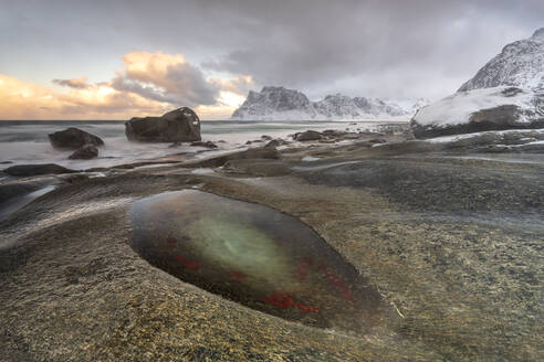 Winter at Uttakleiv Beach, Vestvagoy, Lofoten Islands, Nordland, Arctic, Norway, Europe - RHPLF07404