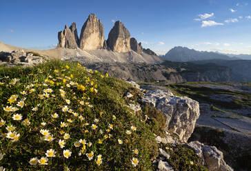 Scenic view of Tre Cime Di Lavaredo against blue sky, Veneto, Italy - LOMF00888