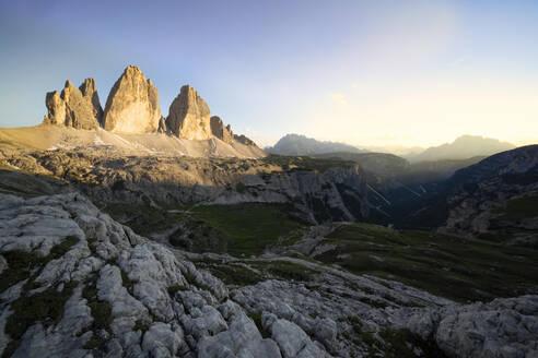 Italy, Veneto, Dolomites, Drei Zinnen at sunset - LOMF00891