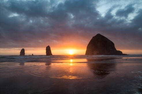 Sunset behind Haystack Rock at Cannon Beach on the Pacific Northwest coast, Oregon, United States of America, North America - RHPLF08679